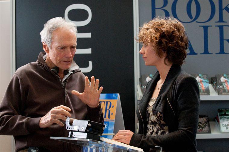 Cecile de France et Clint Eastwood sur le tournage de Au-Delà - 03