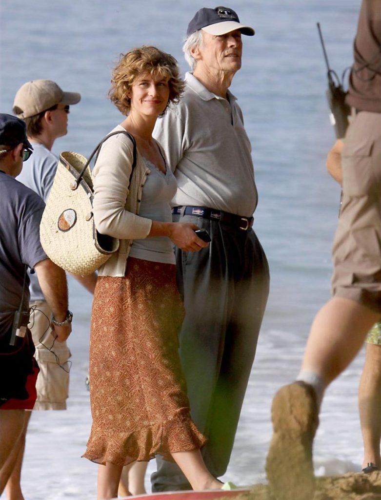 Cecile de France et Clint Eastwood sur le tournage de Au-Delà - 04