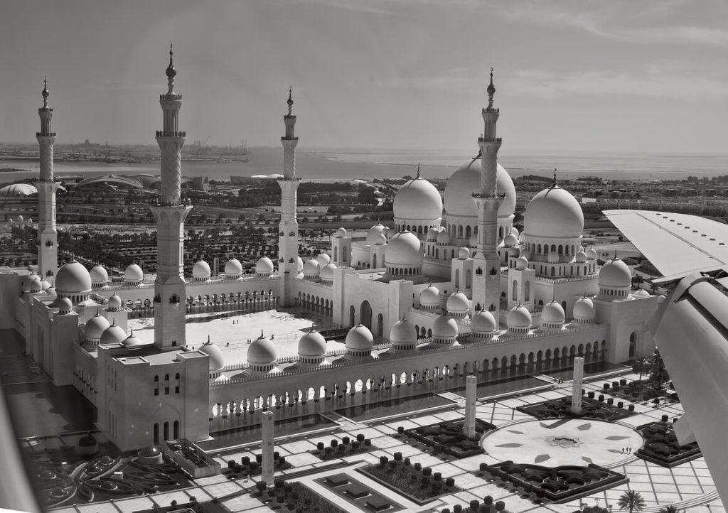Photo prise du hublot d'un avion : Mosquée Cheikh Zayed, Abu Dhabi, Émirats arabes unis