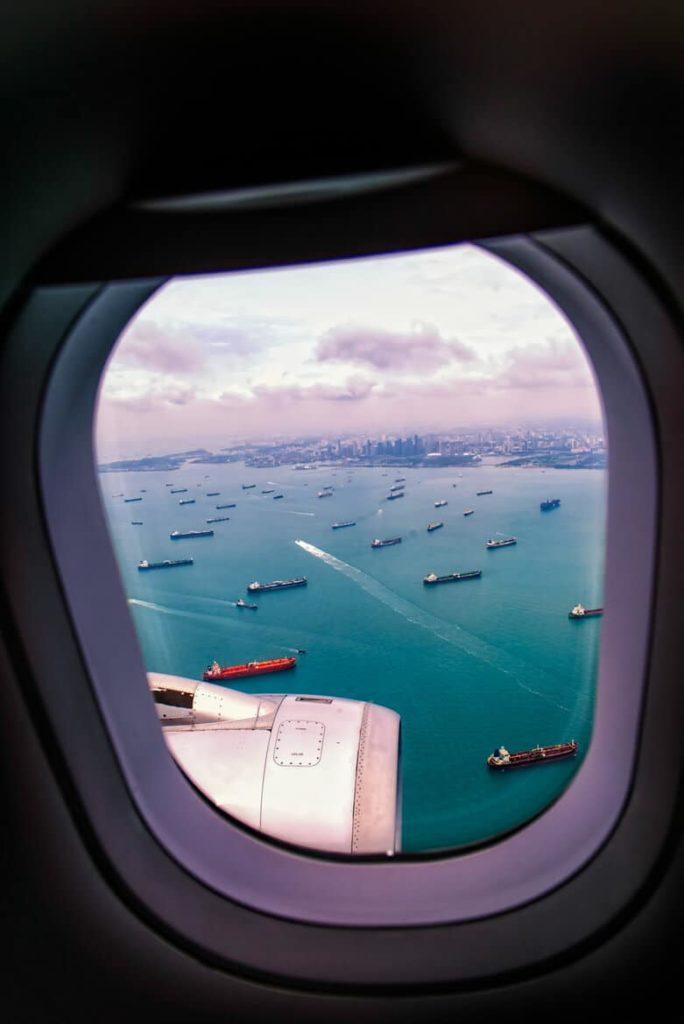 Photo prise du hublot d'un avion : Arrivée à Singapour