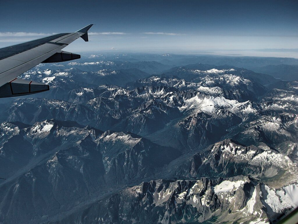 Photo prise du hublot d'un avion : Parc national des North Cascades, Washington, États-Unis