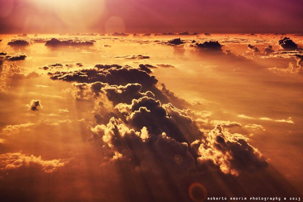 Photo prise du hublot d'un avion : Une mer de nuages au-dessus de l'Etat du Ceará, Brésil