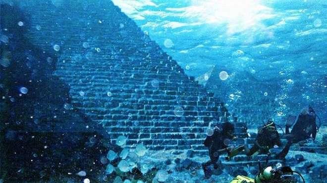La pyramide sous-marine de Yonaguni