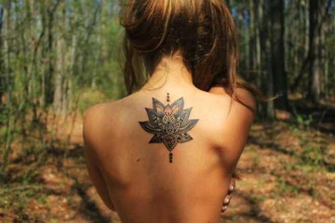 tatouage nuque