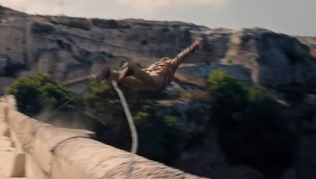 Daniel Craig James Bond saute d'un pont